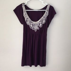 Delia's beautiful embroidered top Sz S